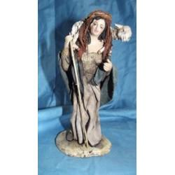 Donna con pecora su spalle lusso
