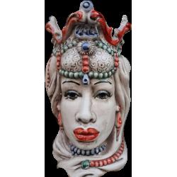 testa di moro donna con gioielli