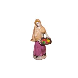 Donna con cesta di frutta